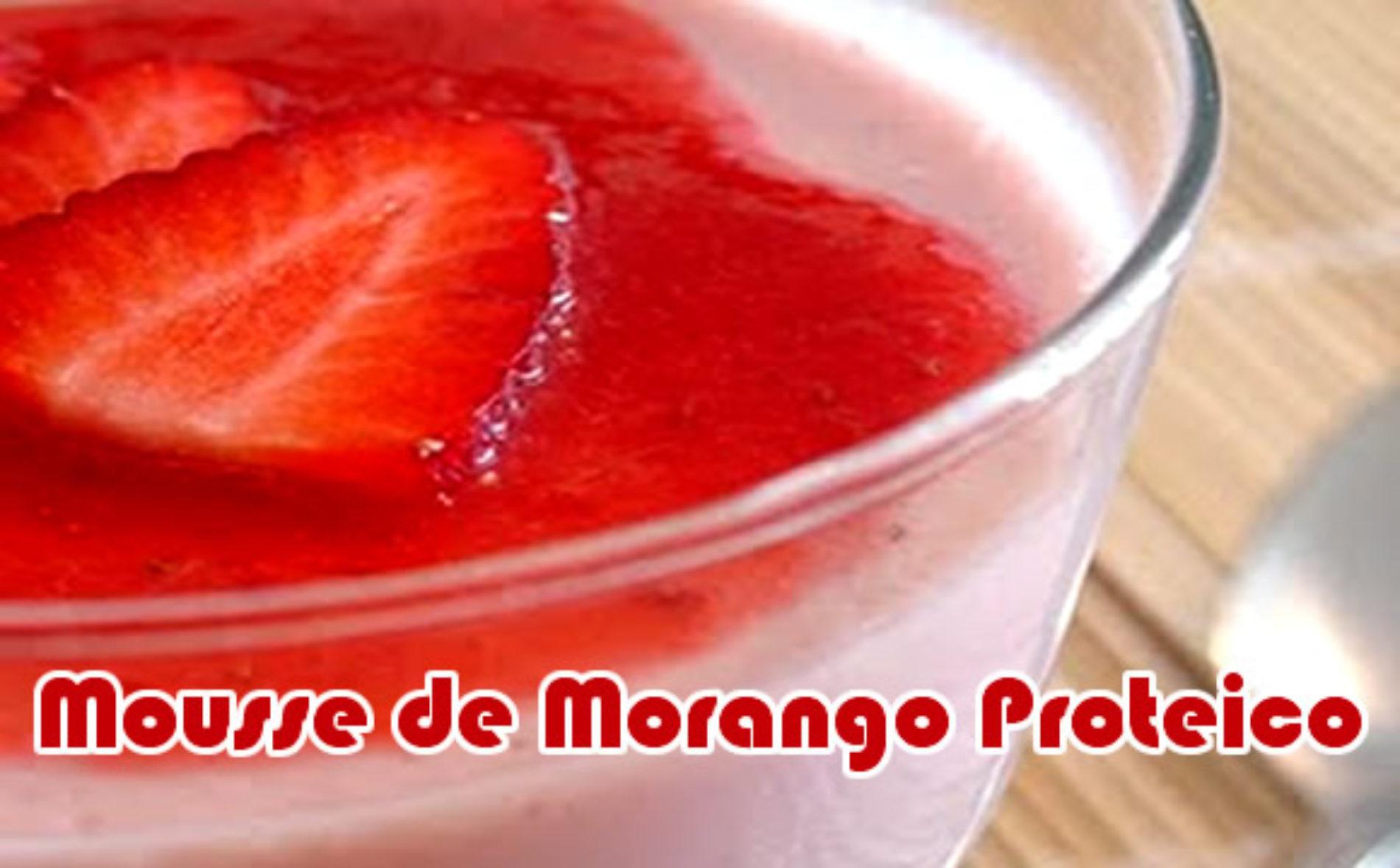 Mousse morango com calda proteico