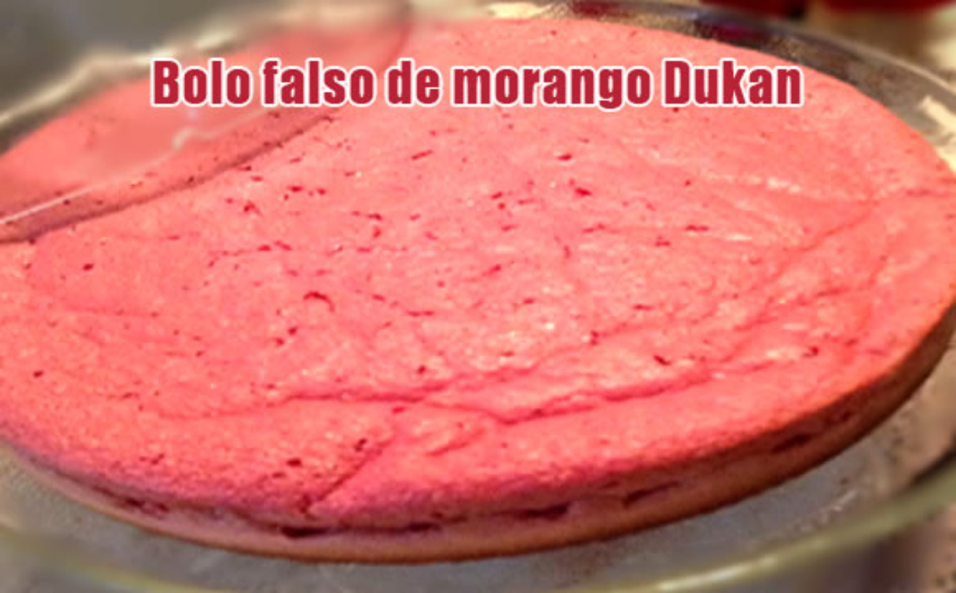 Bolo falso dukan de morango com farelo de aveia