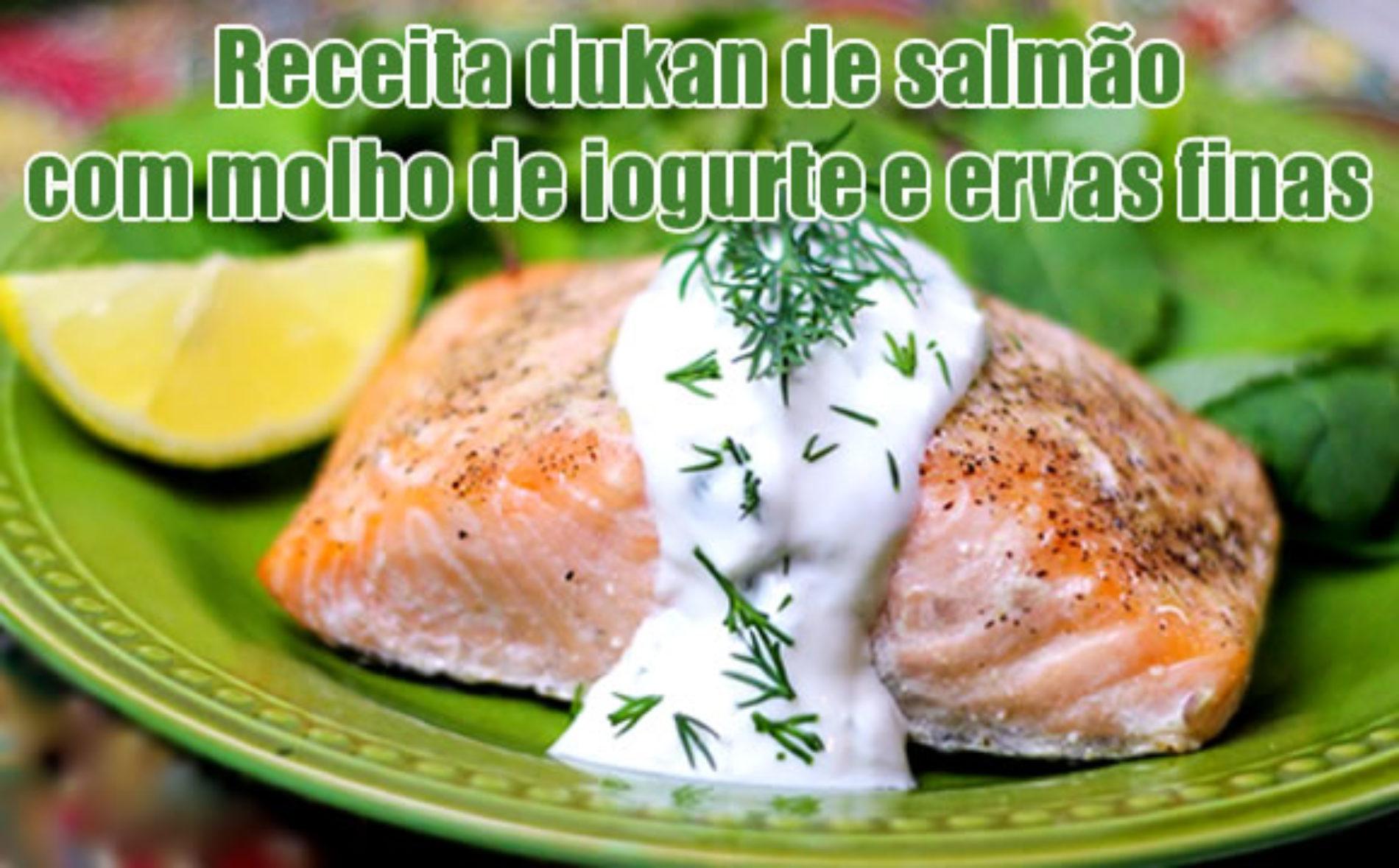 Salmão light Dukan com molho de iogurte e ervas finas