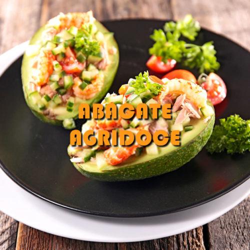 Abacate agridoce com creme de camarão e morangos