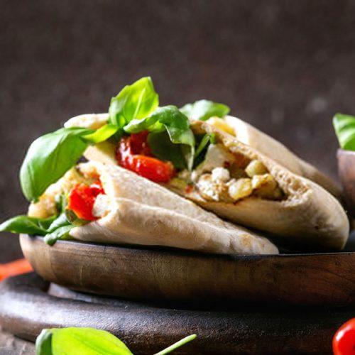 Sanduíche vegetariano de berinjela e abobrinha