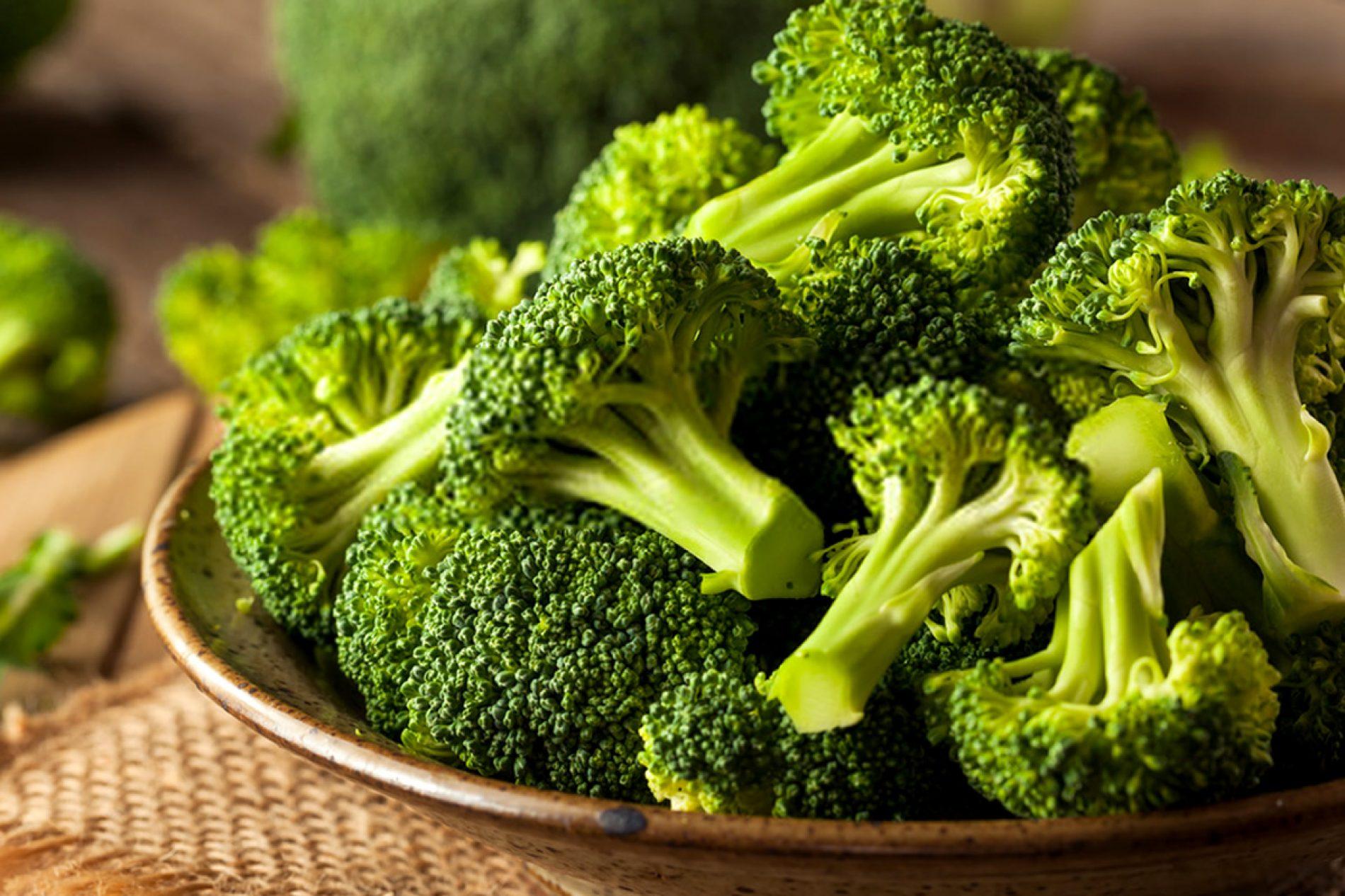 Você deve comer brócolis cru? Benefícios e desvantagens