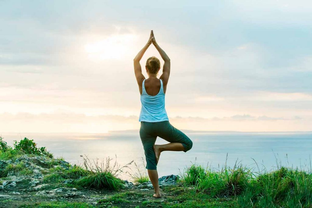 alongamento arvore yoga para diminuir crises de ansiedade